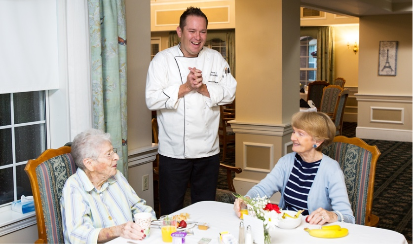 StoryPoint chef with residents while they are eating