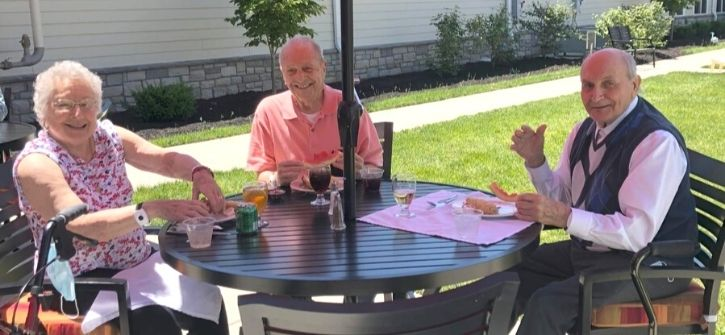 StoryPoint Middletown Residents Dining in Outdoor Patio